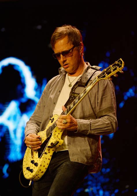 Jerry Cantrell - Jerry Cantrell Photos - Leading Video
