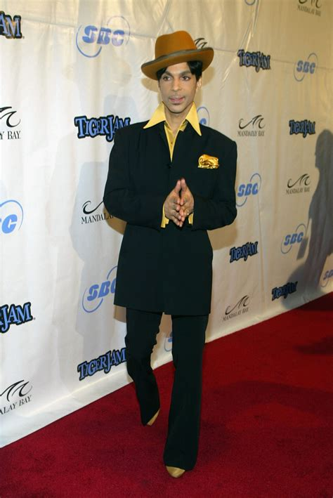 Prince Dead: Music icon found 'unresponsive in an