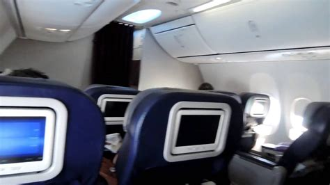 BUSINESS CLASS   Malaysia Airlines Boeing 737-800 - YouTube